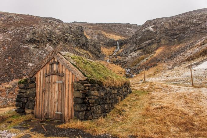 Hot spring hut - Iceland
