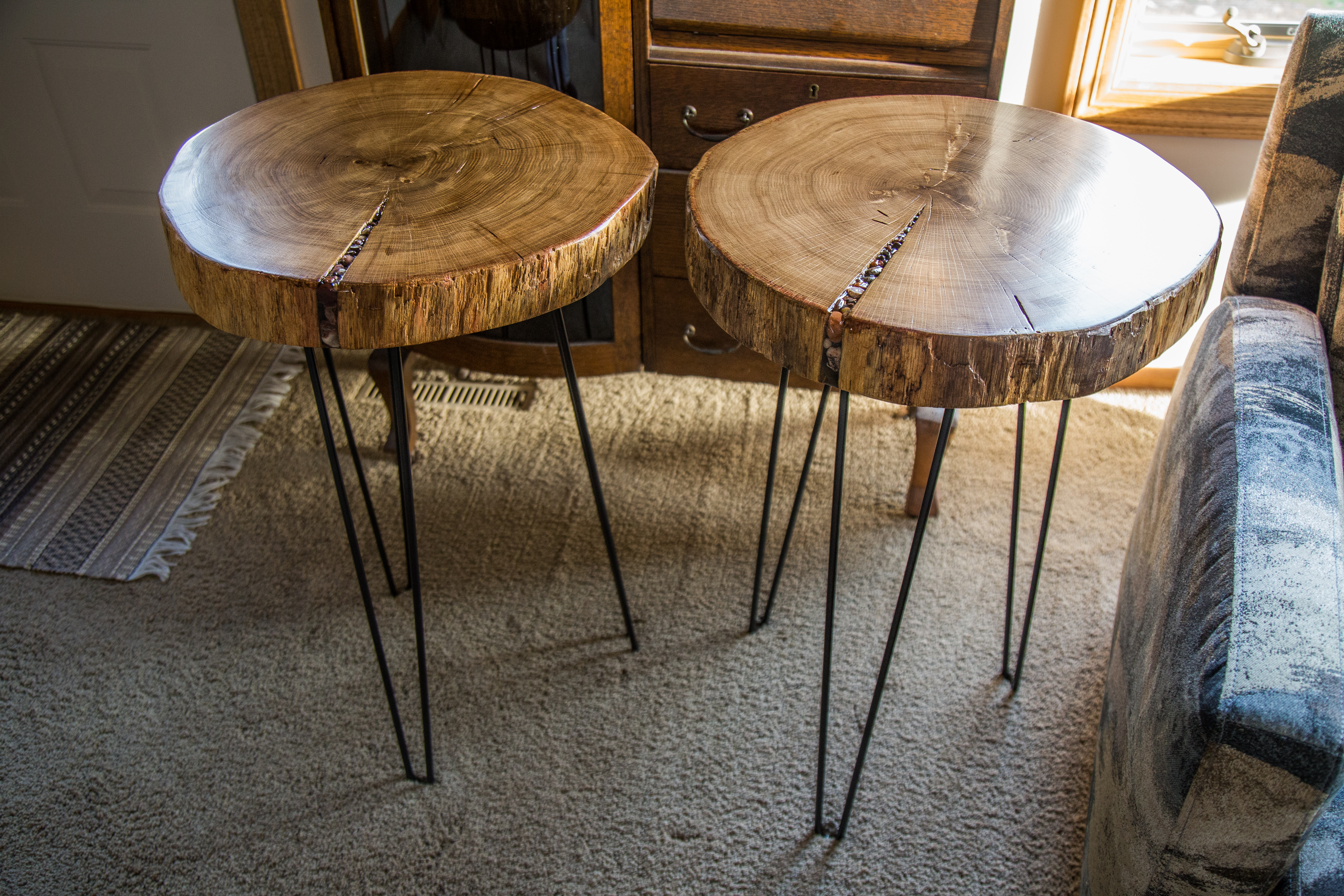 Merveilleux Oak Slab End Tables With Inlaid Lake Superior Agate And Rock